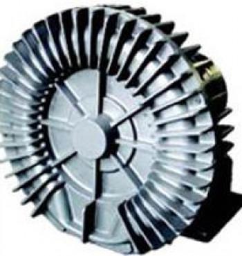 Os sopradores da Aero Mack são usados em uma vasta cadeia produtiva industrial e no agronegócio. São fundidos em alumínio com um rotor de paletas com folgas decimais, visando aumentar a pressão.